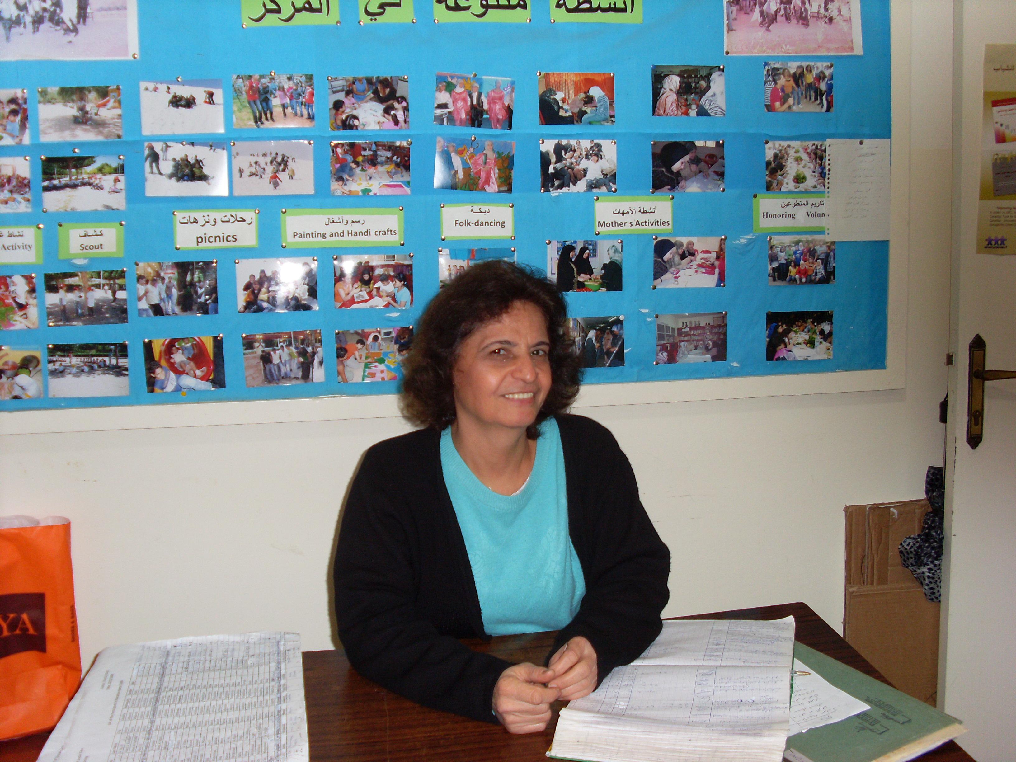 Zuhour työpöydän ääressä 2009